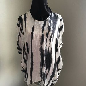 Cabi over sized top black and white!